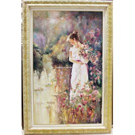 Mujer con cesta de flores