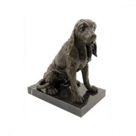 Perro Basset sentado