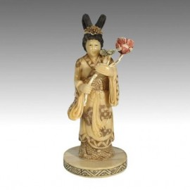 Goddess with flower bouquet 19cm