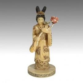Goddess with flower bouquet 19cm