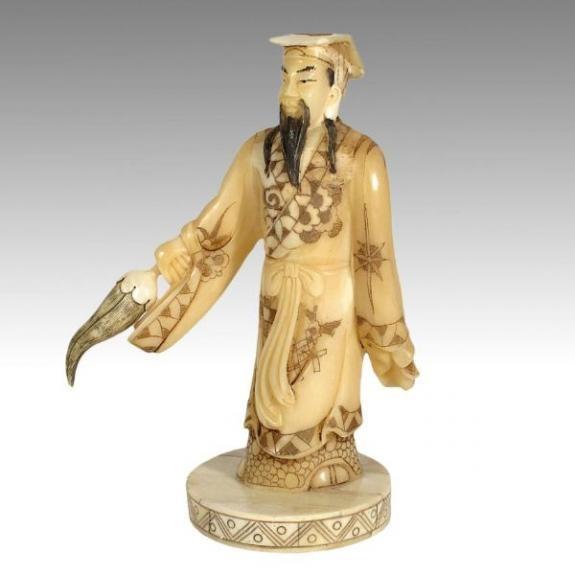 Hueso tallado: Dios con llama y espada 19cm
