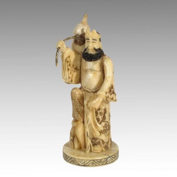 Hueso tallado: Dios con calabaza y bastón 20cm