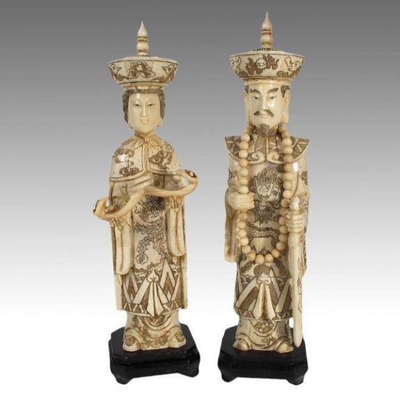Hueso tallado: Emperador y emperatriz de pie 31cm