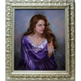 Mujer con manton lila